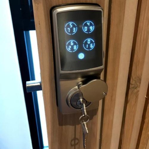 ลูกค้าติดตั้ง Digital door lock Lockly รุ่น Deadbolt